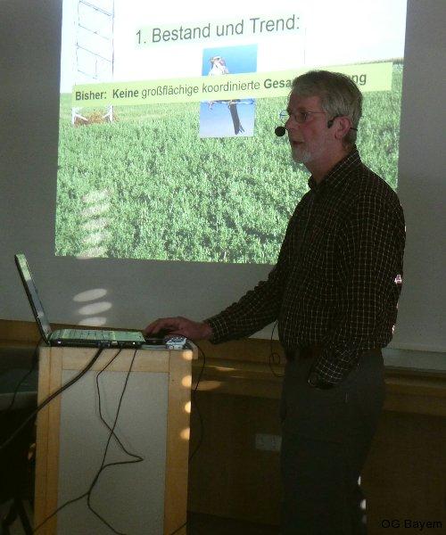 Dr. Manfred Lang berichtete über die Grauammer und ihre Überlebenschancen in der Agrarlandschaft. Foto: Rainer Jahn