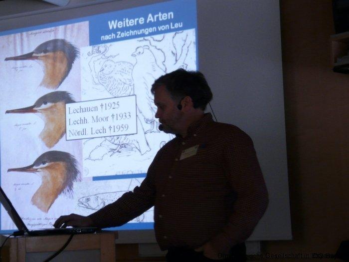 Dr. Hermann Stickroth bei seinem Vortrag über die Vogelwelt am Lech