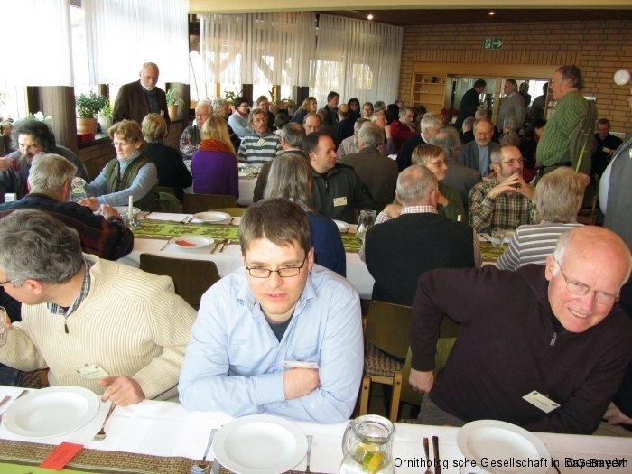 Rege Unterhaltung der Tagungsteilnehmer auch im Speisesaal