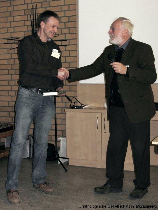 Manfred Siering (rechts) bedankt sich beim örtlichen Organisator Dr. Stephan Kneitz für die hervorragende örtliche Organisation der Tagung