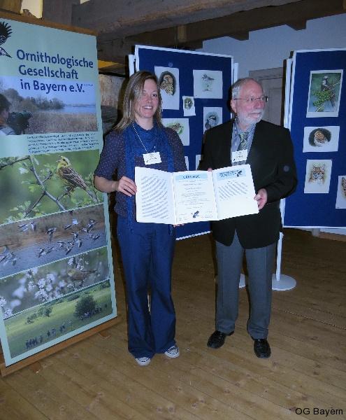 Verleihung des Walter-Wüst-Preises der Ornithologischen Gesellschaft in Bayern e.V. 2014 an Dr. Andrea Gehrold durch den Vorsitzenden Manfred Siering