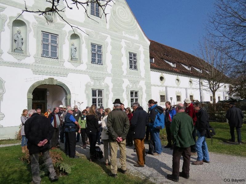 4. Bayerische Ornithologentage in Benediktbeuern 2014, Versammlung vor dem Mittelresalit des Maierhofes