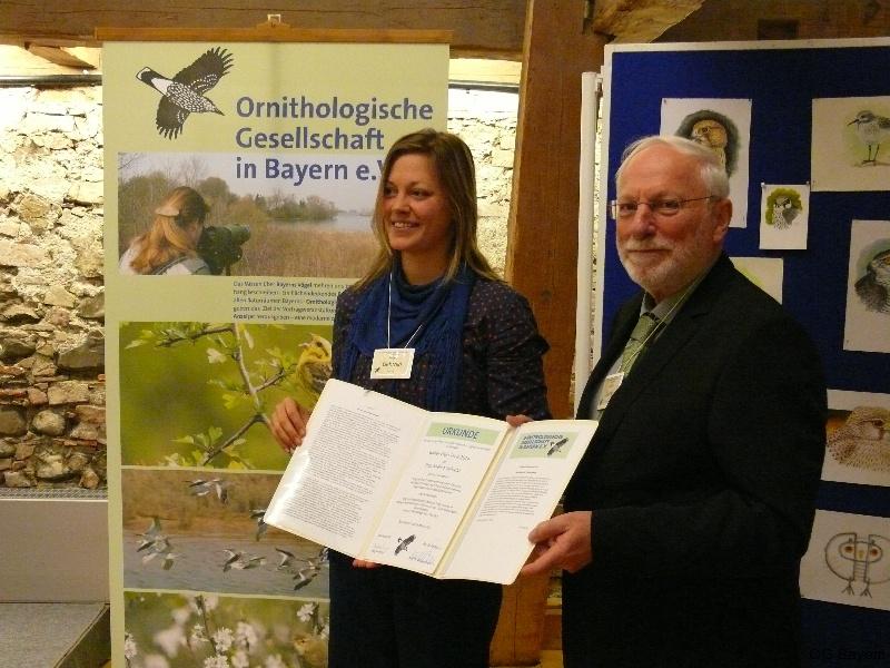 Verleihung des Walter-Wüst-Preis der Ornithologischen Gesellschaft in Bayern e.V. 2014 an Dr. Andrea Gehrold durch den Vorsitzenden Manfred Siering